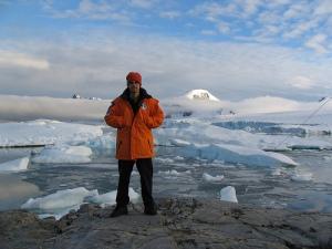 2-emilio-marcos-palma-antarctica